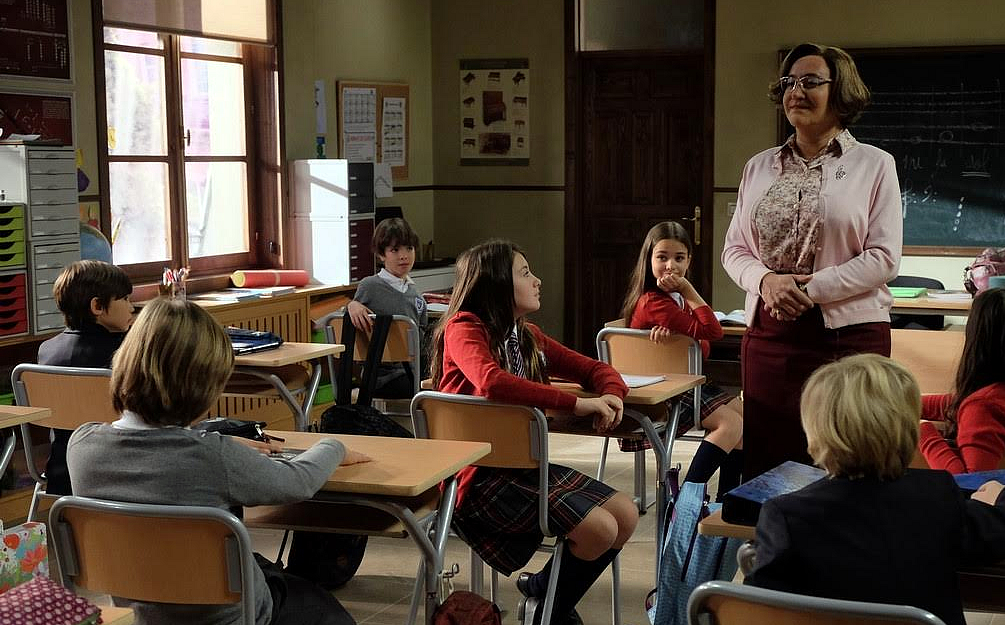 Archivo 2000 viste las aulas de la serie Ella es tu Padre